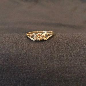 10k Gold Dainty flower heart ring